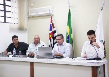 Câmara Municipal de Guararema, ao vivo, pela TV Câmara